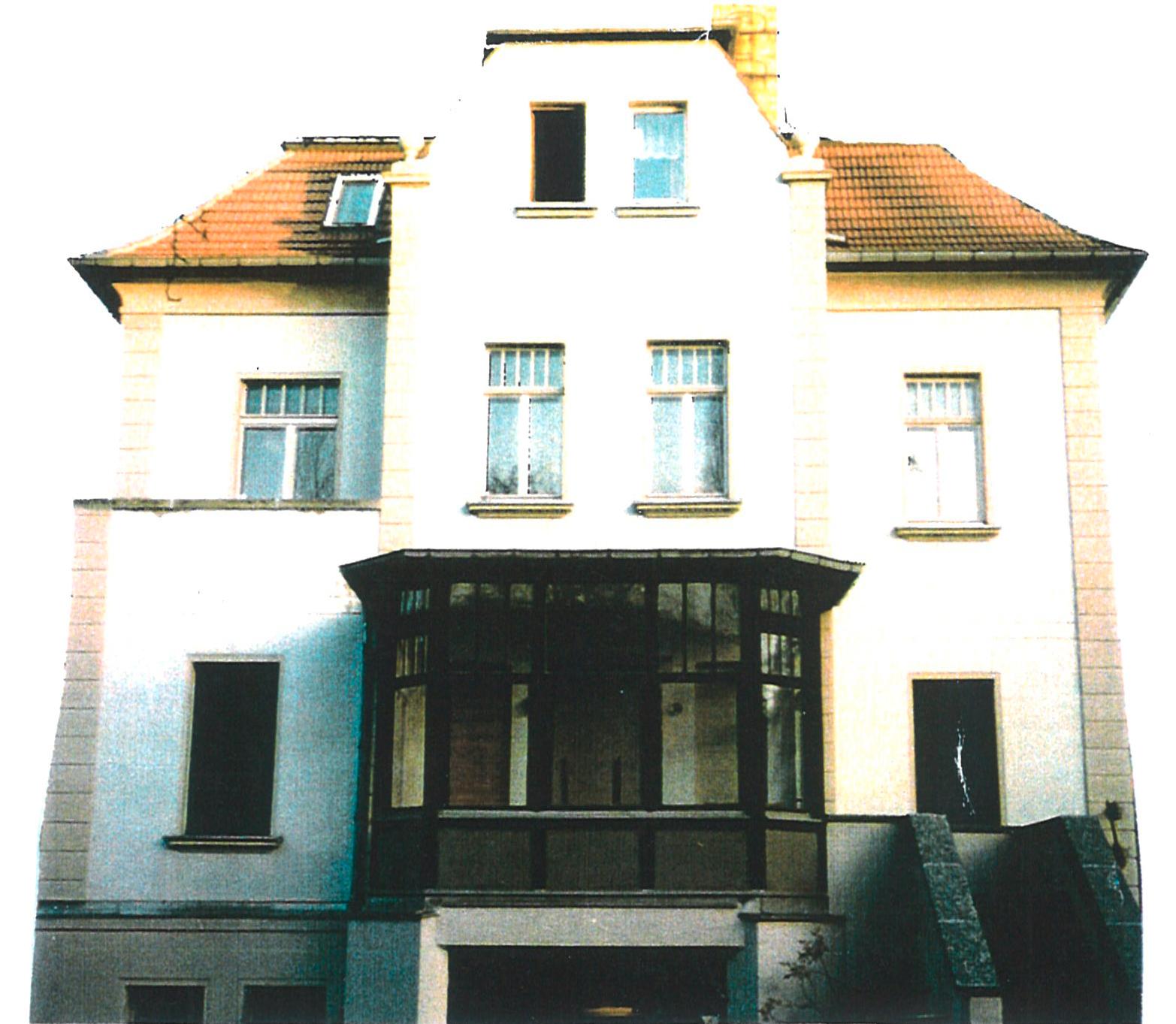 """Die Trägerschaft des ehemaligen """"RIFT"""" in der Wasserturmstraße 68 wird 1991 vom Stadtjugendring Leipzig übernommen."""