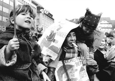 Demonstration von Leipziger Kindern für die Erhaltung der Schüler- und Freizeitzentren sowie die Einrichtung einer Spielstätte für das Kindertheater am 24.03.1990.