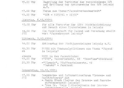 """Zu sehen ist das zweiseitige Programm der Aktionswoche des Stadtjugendrings. Diese fand vom 07.10.1991 bis zum 12.10.1991 statt und trug das Motto """"Jugend in Leipzig"""". Täglich sind zwischen zwei und fünf unterschiedliche Programmpunkte aufgeführt, die sich mal an Politiker, junge Menschen und Fachpublikum richten."""
